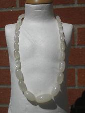 collier en perles ovales lucite nacrée blanche années 50/60