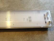 VaporProof Fluorescent Light Fixture 4' - 2 Lamp T5HO -120/277v -Philips Ballast