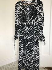 BNWT  Topshop Petite black/white print 70s style midi dress. Size  8 .