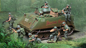COLLECTORS SHOWCASE VIETNAM WAR CS00993 U.S. M113A1 WELCOME WAGON APC MIB