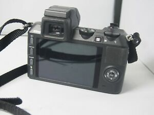 Nikon 1 V2   Digital   Camera body only with  charger