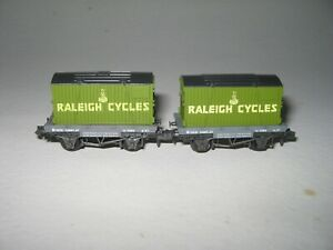 Gauge Peco NR-P30 Conflat Wagon with Raleigh Cycles Container x 2