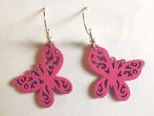 Boucles d'oreilles argentées papillon en bois rose vif 23x25 mm