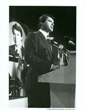 ROBERT URICH SPEAKS AT PODIUM AMERIKA ORIGINAL 1987 ABC TV PHOTO