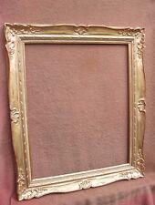 Rare cadre MONTPARNASSE en bois doré à la feuille -  feuillure : 61,3 x 50,3 cm