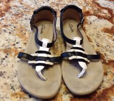 Clarks 41 8.5M black white t-strap sandals womens ladies thongs sandals 26069313