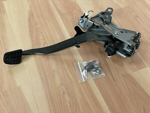 2005-2010 Scion tC OEM CLUTCH PEDAL ASSEMBLY w/HARDWARE & SUPPORT BRACKET