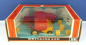 BRITAINS 9556 FARM TRACTOR IMPLEMENTS NEW HOLLAND 376 HAY BALER ( MINT & BOXED