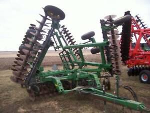 "John Deere 637 Rock, 32'6"", Gauge Wheels attachment"