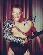 KIRK DOUGLAS SIGNED SPARTACUS 8X10 PHOTO A RARE SHOWSTUFF