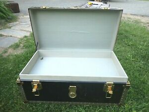 Vintage footlocker trunk with removable tray chest coffee table storage box key