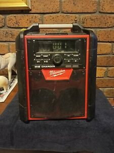 MILWAUKEE M18  JOBSITE RADIO / CHARGER IN EXCELLENT CONDITION