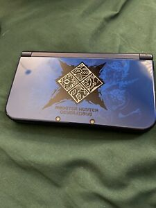 new nintendo 3ds xl blue Monster Hunter Generations + 2 Carrying Cases!