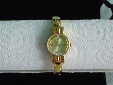 Vergoldete Spangen-Armbanduhr mit beweglichen Straßsteinen