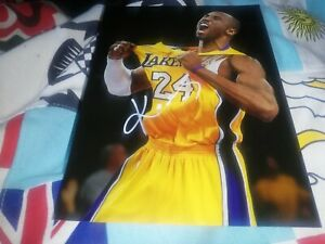 Kobe bryant hand Signed Los Angeles Lakers basketball photo