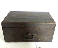 Antica scatola in legno completa di chiave e serratura