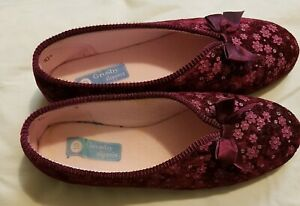 Grosby Slippers Maroon Floral size 10 like new