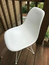 Authentic DWR Herman Miller Eames Molded Plastic WHITE Chair