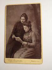 Moers a. Rh. - 2 mujeres jóvenes leer en una revista-decorado/CDV