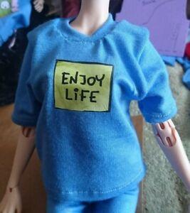 Fits 1/4 bjd. Will fit phicen 1/6 blue 'enjoy life'  t-shirt. 🚻 Handmade in UK.
