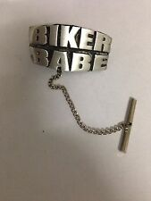 Biker Babe F28 TIE PIN CON CATENA MADE from BELLE inglese moderno PELTRO
