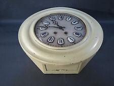 Ancienne horloge murale cadre bois verre bombé avec balancier clé chiffres émail