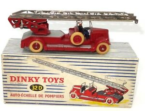DINKY FRENCH NO. 32D ORIGINAL VINTAGE FIRE ENGINE - NEAR MINT - BOXED - RARE