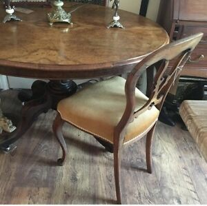 Antique Victorian walnut breakfast table