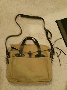 C.C. Filson Authentic Rugged Canvas Leather Crossbody Tote Messenger Bag. Tan.
