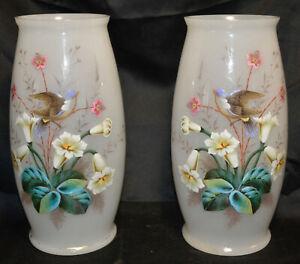 Paie de vases opalin .Décor émallé d'oiseaux et fleurs .Époque Napoléon III.XIXè