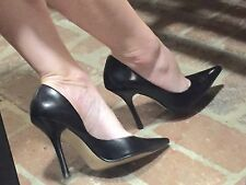 *BLacK LeATheR* Sz 7 Pointy Toe CARRIE Stilettos High Heels PUMP GuESS Spike