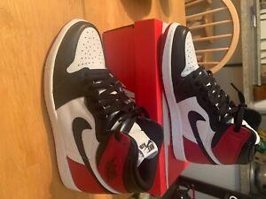Nike Air Jordan Retro 1 Black Toe size 11 - BARELY WORN