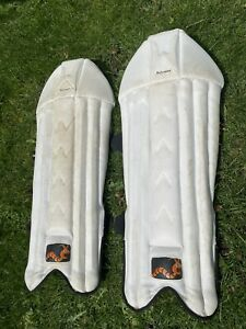 WOODWORM CRICKET PERFORMANCE WICKET KEEPING PADS YOUTH/WOMENS