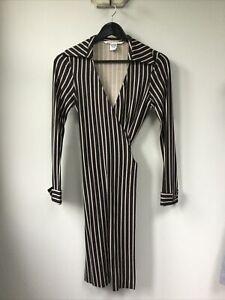 Gorgeous Ladies Diane Von Furstenberg Black & Beige Patterned 100% Silk Wrap Dre