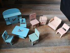 Lot jouets de poupée poupon 5 chaises 1 table 1 buffet 1 petit meuble 1 fauteuil