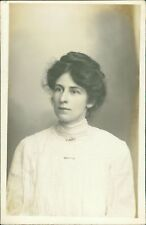 Young Lady 'William' Surname   RM.121