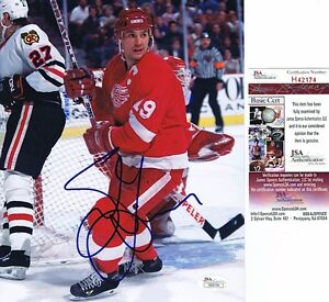 STEVE YZERMAN Signed DETROIT RED WINGS 8x10 Photo - JSA #H42174