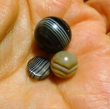 COLLECTION X 3 ANTIQUE VICTORIAN CARVED BANDED AGATE BEADS