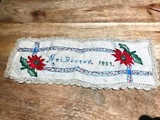 Melbourne 1951 Poinsettia Embroidery Table Dollie Lace-Rare Bit !