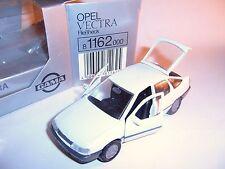 Opel Vectra A Fließheck hatchback in weiß white bianco, GAMA in 1:43 in Ovp / mb