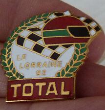 BEAU PIN'S COURSE AUTOMOBILE RALLYE LORRAINE 92 CASQUE TOTAL EGF