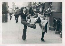 Press Photo 2 Women Dance on Sidewalk in New York City