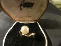 Beautiful Vintage Quality Unusual 9ct Gold & Cultured Pearl Ring, Sheffield,1979