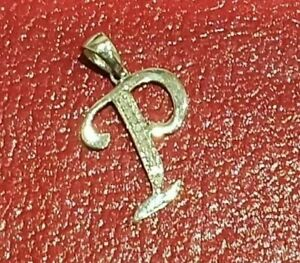 """STUNNING SECONDHAND 9ct WHITE GOLD LETTER """"P""""  INITIAL CHARM / PENDANT"""
