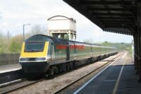 PHOTO  2002 HST FIRST GREAT WESTERN LIVERY AT KIMBLE RAILWAY STATION