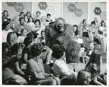 GORILLA IN AUDIENCE JUVENILE JURY GAME SHOW PORTRAIT ORIGINAL '71 TV PRESS PHOTO
