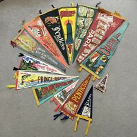 LOT OF 14 VINTAGE 50s-60s TOURISM TRAVEL PENNANTS CANADA NYC YELLOWSTONE Oregon