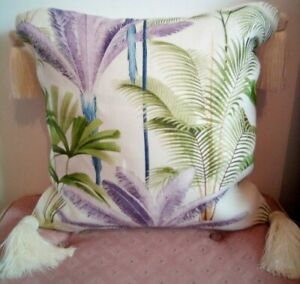 2x Mind the gap designer linencushionsPalm/tropical with silky tassels x 18 inch