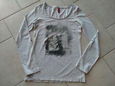 QS by s Oliver Langarm Shirt grau mit Aufdrucke   Größe XS
