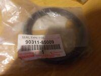 Toyota Engine Main Seal Rear Hilux Surf 4 Runner 2.4 3.0 D 90311-85009